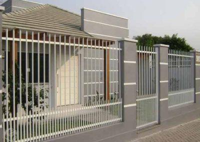 Frente-de-casas-com-grades-de-ferro-0031